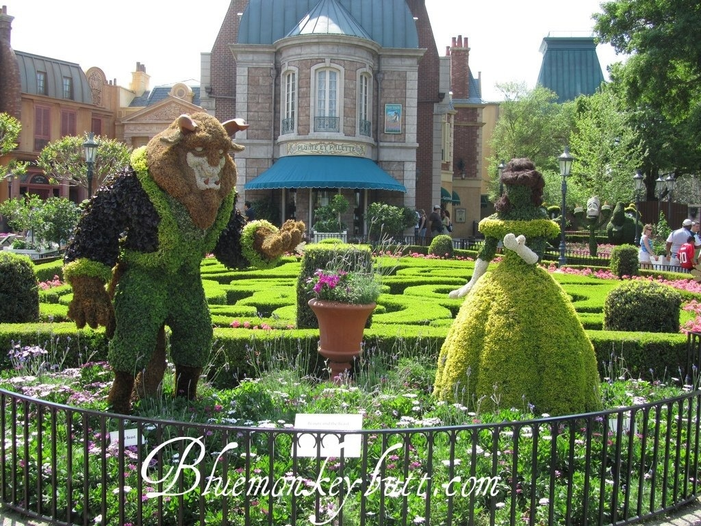 Beast and Belle in France at the EPCOT International Flower and Garden Festival during Disney Social Media Moms 2011