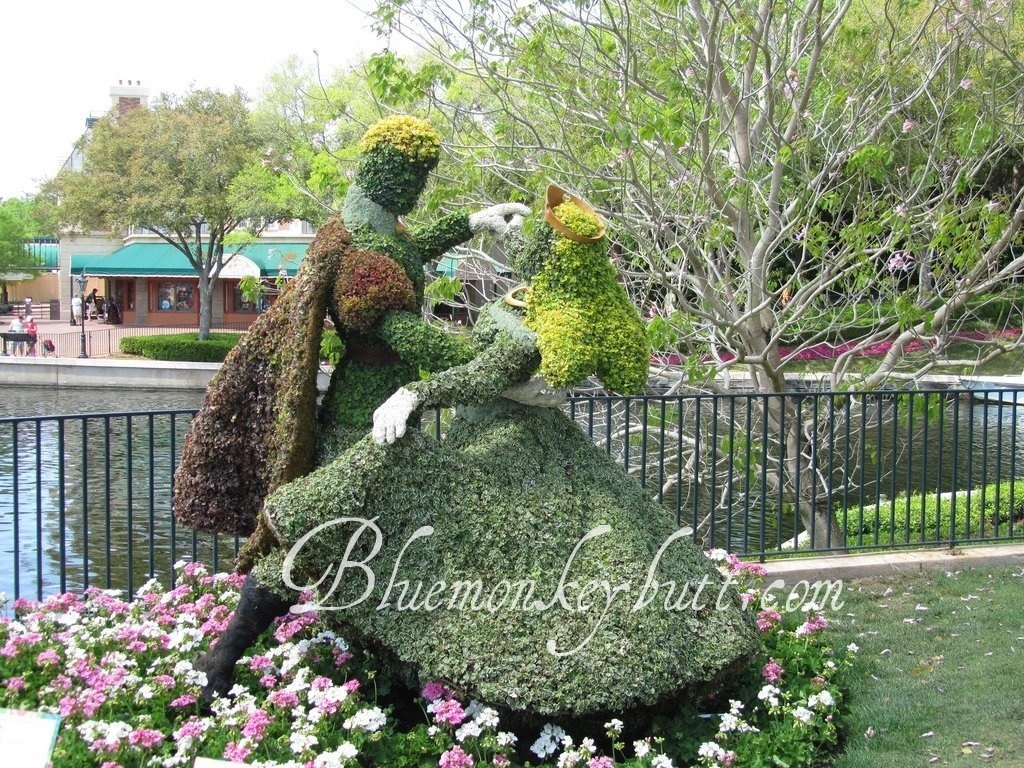 Aurora and Prince Phillip at the EPCOT International Flower and Garden Festival during Disney Social Media Moms 2011